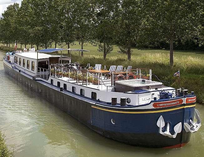 L'Impressionniste river barge