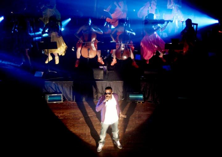 Kanye West performing in 2007