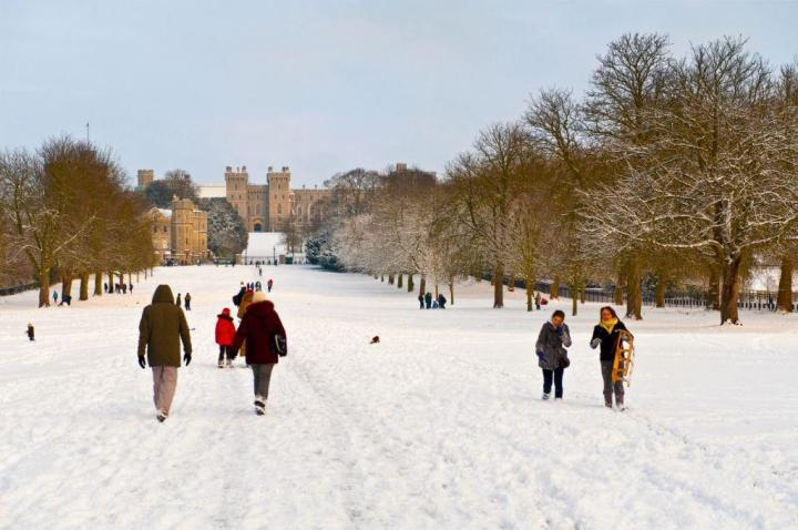 Royal Windsor - the Long Walk covered in snow