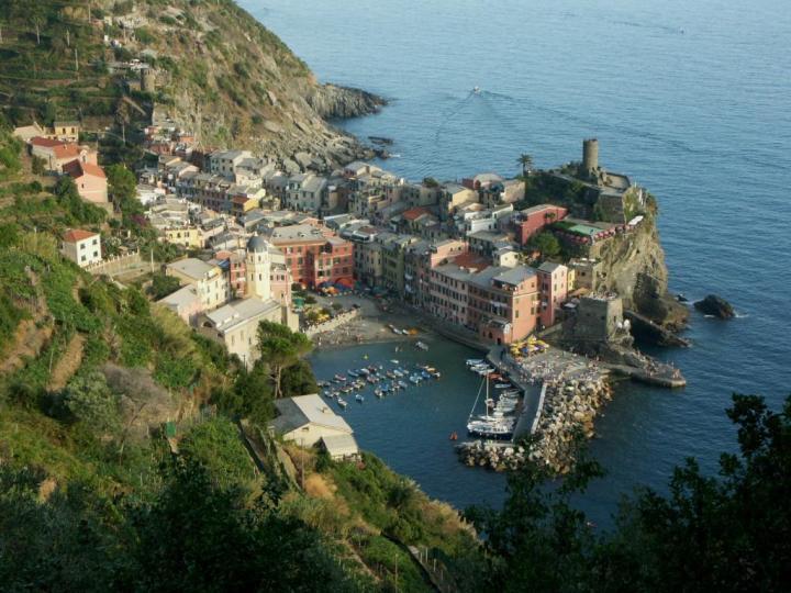 Vernazza, Cinque Terre by Holger Gester
